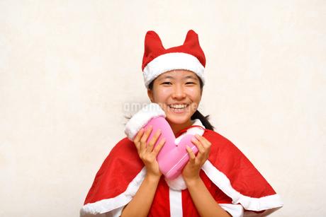 サンタクロース衣装の女の子の写真素材 [FYI03417185]
