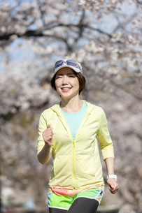ジョギングする女性の写真素材 [FYI03417281]