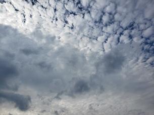 太陽を隠す濃い雲の写真素材 [FYI03417309]