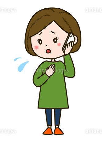 心配そうに電話をする女性 ポーズ イラストのイラスト素材 [FYI03417518]