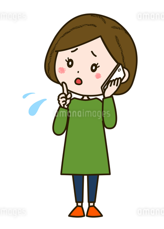 不安そうに電話する女性 ポーズ イラストのイラスト素材 [FYI03417523]