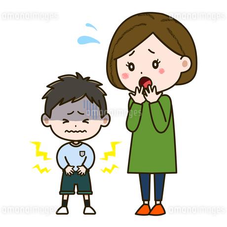 腹痛に苦しむ男の子と心配そうな母親 イラストのイラスト素材 [FYI03417526]