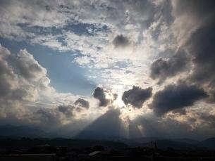太陽を隠す雲たちの写真素材 [FYI03417616]