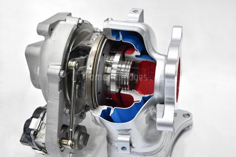 自動車エンジンのターボチャージャーの写真素材 [FYI03417745]