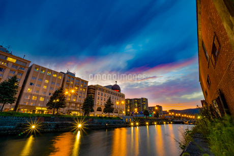 北海道小樽運河の夕焼けの写真素材 [FYI03417759]