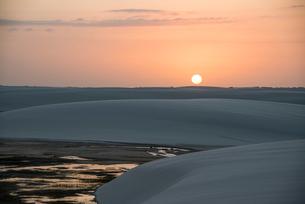 レンソイス砂漠の日没の写真素材 [FYI03417781]