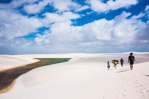 ブラジル・レンソイス砂漠トレッキングの写真素材 [FYI03417802]