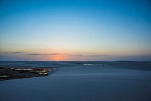 レンソイス砂漠の夕日の写真素材 [FYI03417817]