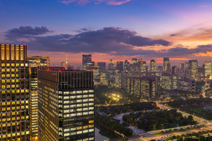 東京のビル群夜景の写真素材 [FYI03417873]