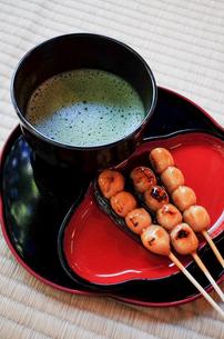 お茶と団子の写真素材 [FYI03418248]