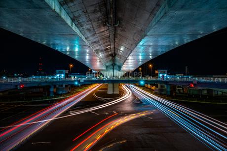 夜の上天神町交差点の様子の写真素材 [FYI03418264]