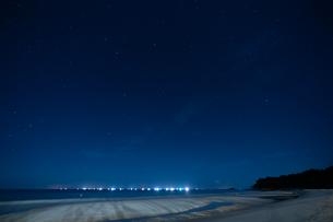 海辺の夜空の写真素材 [FYI03418416]