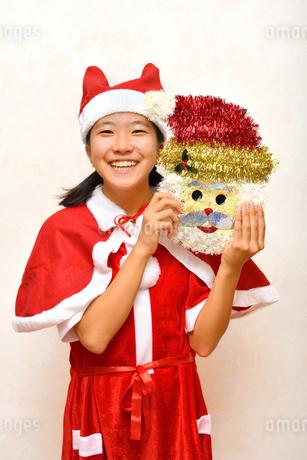 サンタクロース衣装の女の子の写真素材 [FYI03418450]