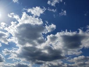 空と雲とのコントラストの写真素材 [FYI03418464]