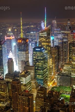 エンパイヤステートビルから見えるニューヨークの夜景の写真素材 [FYI03418829]