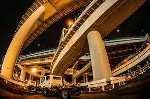 首都高速湾岸線・大黒ジャンクション(横浜市鶴見区)の写真素材 [FYI03418832]