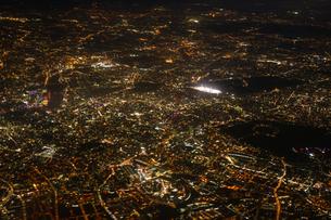 飛行機から見えるロンドンの夜景の写真素材 [FYI03418878]