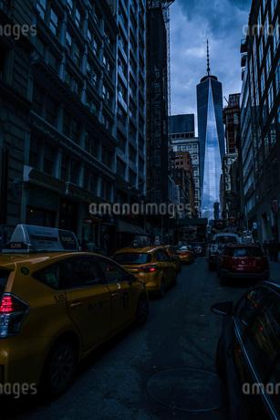 ニューヨーク・ロウアーマンハッタンの街並みの写真素材 [FYI03418956]