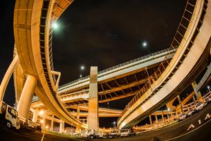 首都高速湾岸線・大黒ジャンクション(横浜市鶴見区)の写真素材 [FYI03419014]
