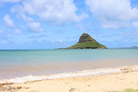 海に浮かぶ島 の写真素材 [FYI03419044]