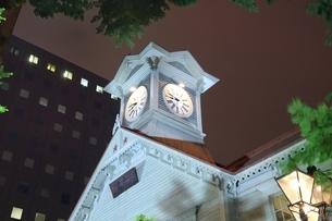 札幌時計台のライトアップの写真素材 [FYI03419358]