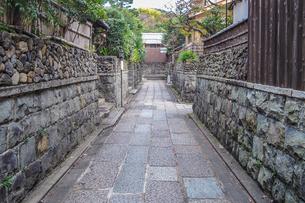 京都らしい町並み 石塀小路の写真素材 [FYI03419543]