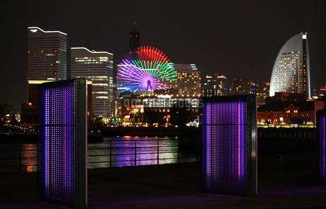 日本横浜港の夜景の写真素材 [FYI03419737]
