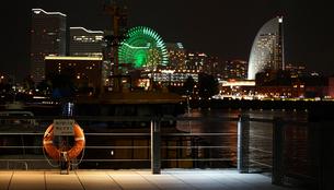 横浜港の夜景の写真素材 [FYI03419738]