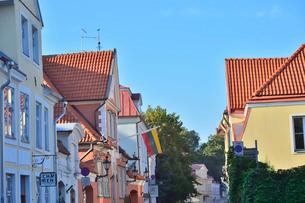エストニア・タリン世界遺産の旧市街の中世的でカラフルな建物が並ぶ景観・旧市街は世界遺産の写真素材 [FYI03419954]