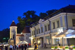 エストニア・タリン世界遺産の旧市街と新市街の間にあるヴィル門・旧市街は世界遺産の写真素材 [FYI03419984]