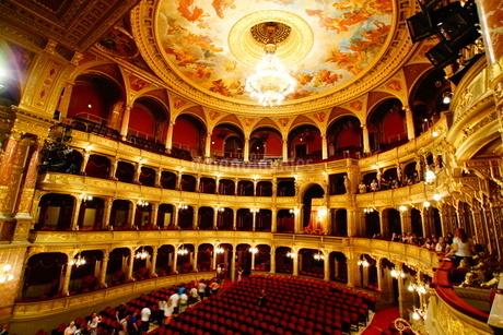 ハンガリー・ブダペスト国立歌劇場の写真素材 [FYI03420635]