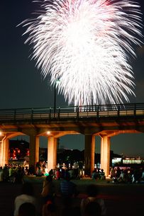 みなとみらいの花火の写真素材 [FYI03420638]