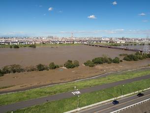 台風で大増水した荒川 東京都足立区の写真素材 [FYI03420674]