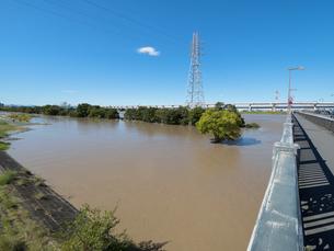 台風で大増水した荒川 東京都足立区の写真素材 [FYI03420675]