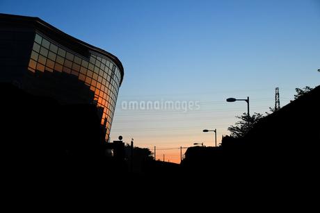 横浜国際プール 朝焼けの写真素材 [FYI03420714]