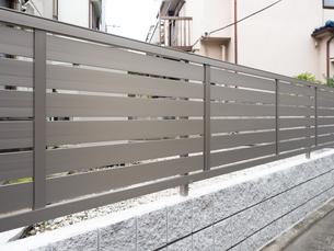 住宅のフェンスの写真素材 [FYI03420796]