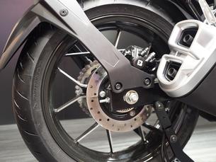 オートバイの前輪の写真素材 [FYI03420831]