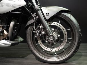 オートバイの前輪の写真素材 [FYI03420832]