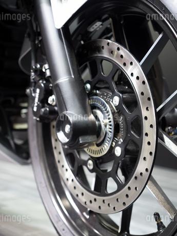 オートバイの前輪の写真素材 [FYI03420835]