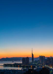 福岡市街の朝焼け2の写真素材 [FYI03421146]