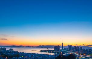 福岡市街の朝焼け1の写真素材 [FYI03421147]