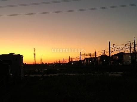 夕暮れの住宅地の写真素材 [FYI03421711]