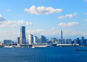 横浜ベイブリッジから見るみなとみらい21の写真素材 [FYI03421729]