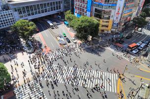 渋谷スクランブル交差点の写真素材 [FYI03421923]