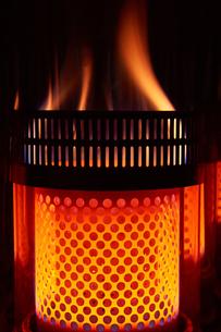 石油ストーブ 火柱の写真素材 [FYI03422347]