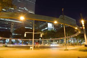 夜の交差点の写真素材 [FYI03422378]