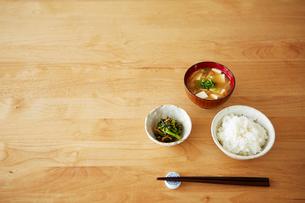 テーブルの上の和食の写真素材 [FYI03422781]