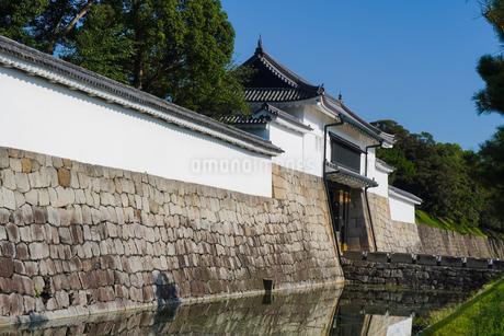 京都 二条城(離宮二条城)の東大手門(正門)の写真素材 [FYI03422810]