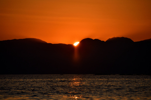 日没の瞬間の写真素材 [FYI03422892]