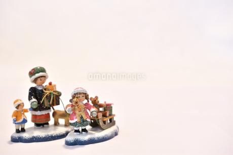 陶器のクリスマスの置物 クリスマスカード用写真の写真素材 [FYI03422969]